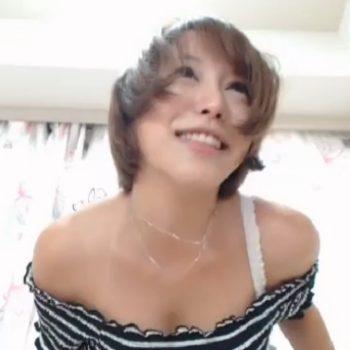 【ライブチャット】イベントコンパニオンのような上物素人チャット女子が登場!肩出しがエロイ!