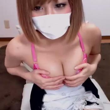 巨乳のギャルがセクシー網タイツにメイドコスでブラジャー外して乳首ポッチを見せつける