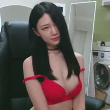 真っ赤な下着姿が目を引く黒髪ロングでスタイル抜群のお姉さんのオナニー生配信!!