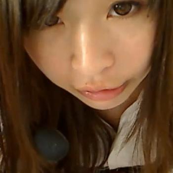 JKの制服を着たアヒル口で可愛い美少女がいやらしく舌を出してレロレロして見せる!!